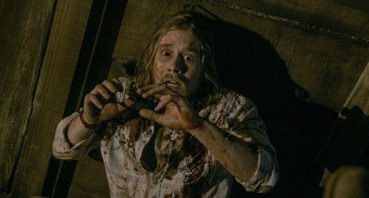 """In """"Evil Dead"""" machen es sich fünf Jugendliche in einer abgelegenen Holzhütte gemütlich, um hier ein paar ungestörte Tage zu verbringen."""