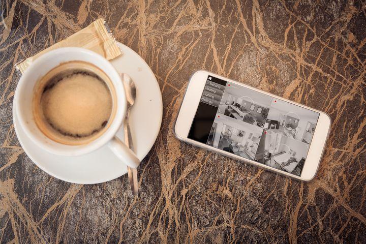 Das Smart Home lässt sich mit dem Smart Phone im Auge behalten.