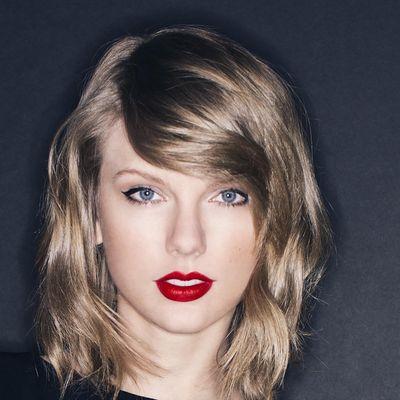 """Den Titelsong """"I Don't Wanna Live Forever (Fifty Shades Darker)"""" steuern Taylor Swift und Zayn Malik zu  Fifty Shades Of Grey – Gefährliche Liebe bei."""